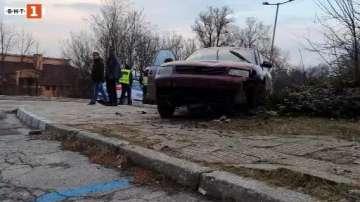 Кола блъсна две жени на тротоар в Хасково
