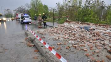 Каракачанов разпореди проверка за рухналата стена, която уби човек в Хасково