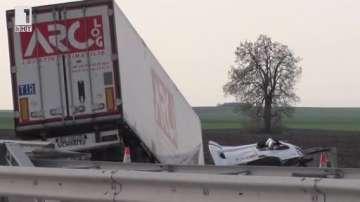 ТИР с фъстъци катастрофира на автомагистрала Марица