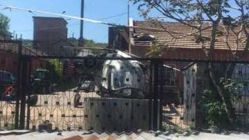 Хеликоптер на селскостопанската авиация кацна аварийно в двор в Свищов