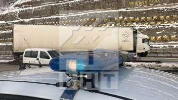 """Катастрофа на два ТИР-а затвори временно движението край тунел """"Витиня"""""""