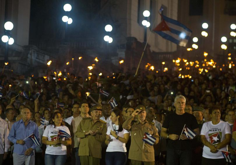 факелно шествие чест кубинския национален герой хосе марти