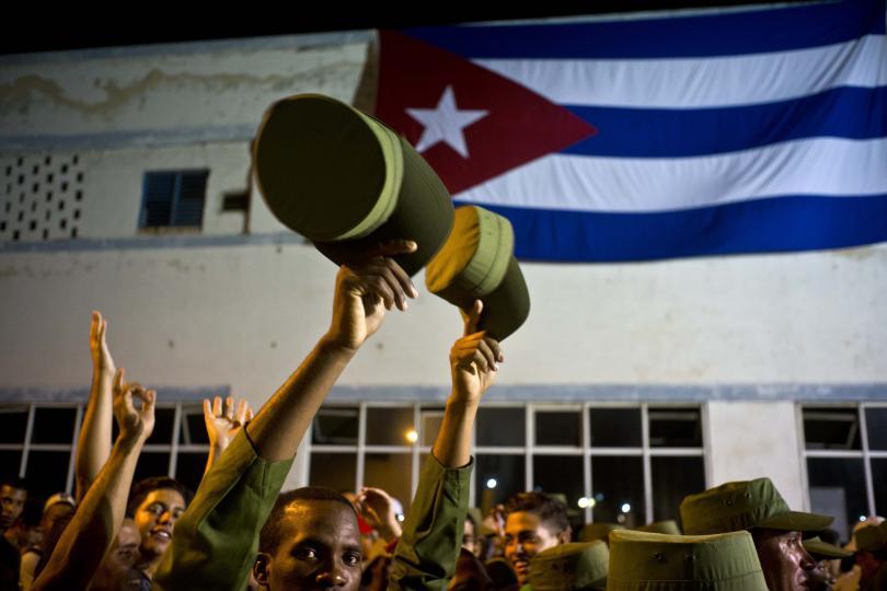 снимка 2 Факелно шествие в чест на кубинския национален герой Хосе Марти