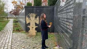 Посланик Херо Мустафа отдаде почит пред Мемориала на жертвите на комунизма