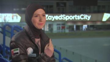 За първи път: Състезателка по фигурно пързаляне с хиджаб