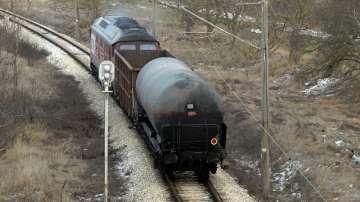 Възстановиха движението на още две жп линии през гара Хитрино