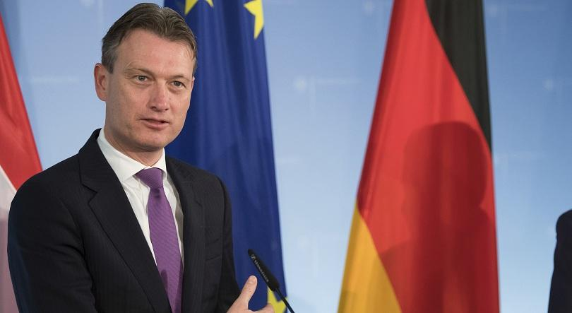 Министърът на външните работи на Холандия днес подаде оставка заради