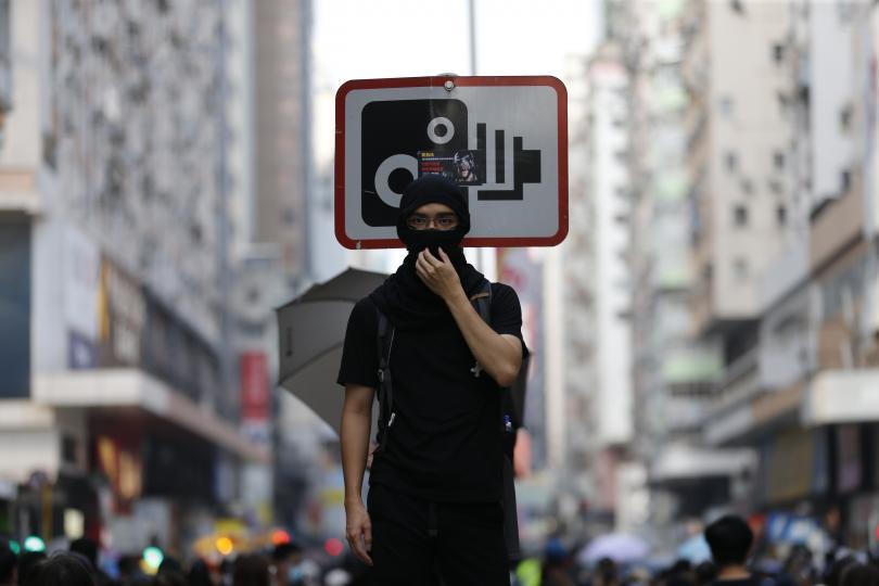 Продемократични активисти излязоха на поредния антиправителствен протест. Хиляди излязоха по