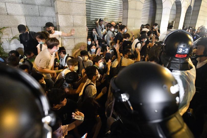 прояви недоволство хонконг задържани