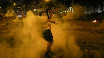 Сълзотворен газ срещу протестиращи в Хонконг