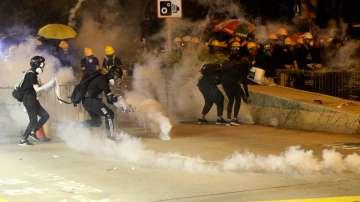 Полицията на Хонконг разгони протестиращи със сълзотворен газ