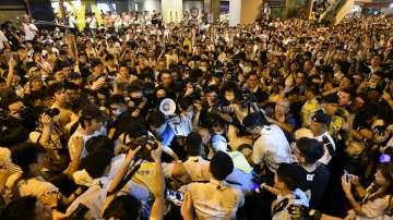 Десетки задържани при протестите в Хонгконг