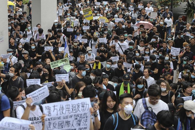 Протестиращи пред консулствата на големите държави в Хонконг призоваха държавите