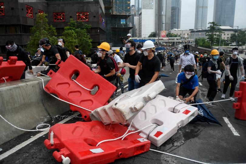 Сблъсъци между полицията и демонстранти в Хонконг, където пореден ден