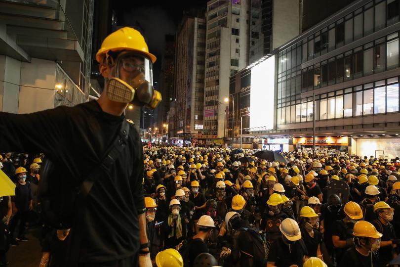 снимка 1 Сблъсъци между полиция и протестиращи в Хонконг