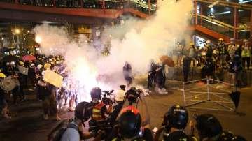 Нови сблъсъци по време на протести в Хонконг