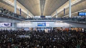 Демонстранти окупираха Международното летище в Хонконг