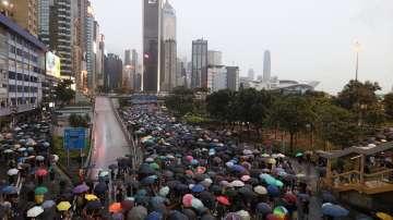 Протестиращите в Хонконг обкръжиха правителствения комплекс