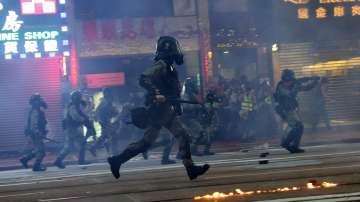 Полицията отново използва сълзотворен газ срещу протестиращи в Хонконг