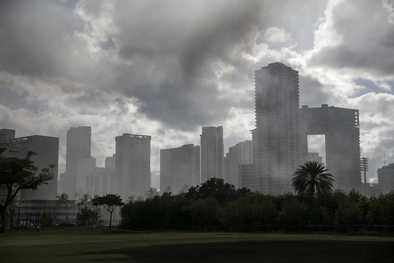 снимка 2 Пожар в небостъргач в Хонолулу
