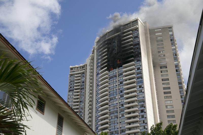 снимка 3 Пожар в небостъргач в Хонолулу