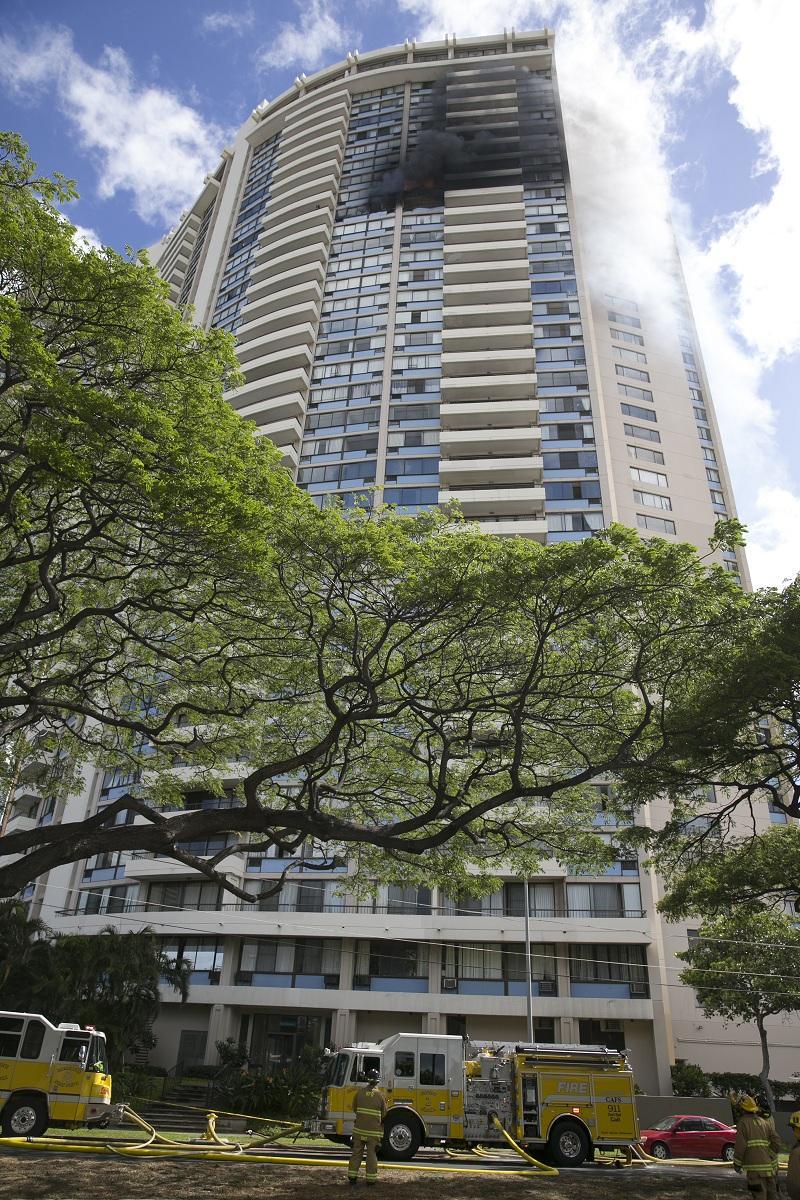снимка 5 Пожар в небостъргач в Хонолулу
