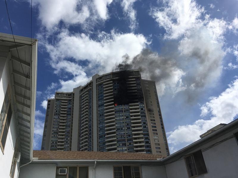 снимка 6 Пожар в небостъргач в Хонолулу