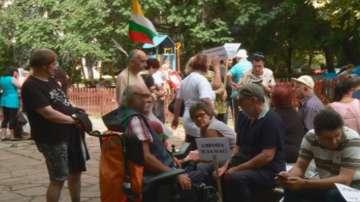 Хора с увреждания излязоха на протест в Пловдив с искане за нов закон