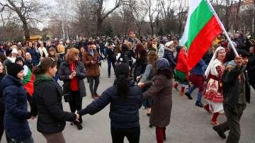 Пробуждане с хоро обедини българите у нас и по света на Националния празник