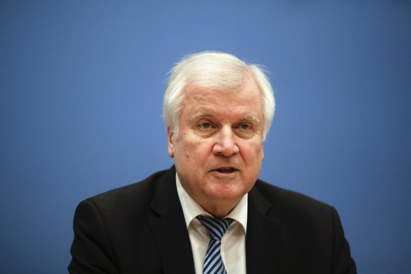 Германският вътрешен министър Хорст Зеехофер искаше да заеме позиция по