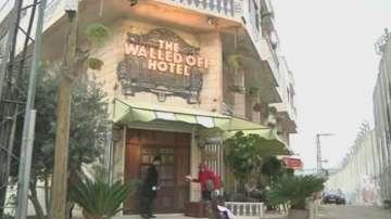Графити-артистът BANKSY създаде хотел на ивицата Газа
