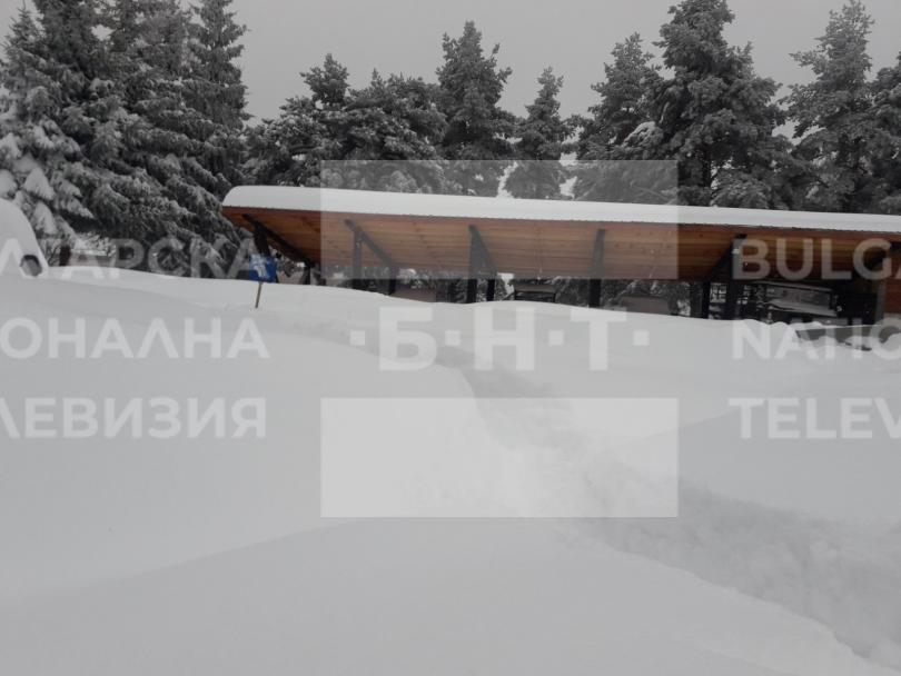 снимка 1 15 души остават блокирани в снежните преспи над Перущица (СНИМКИ/ВИДЕО)
