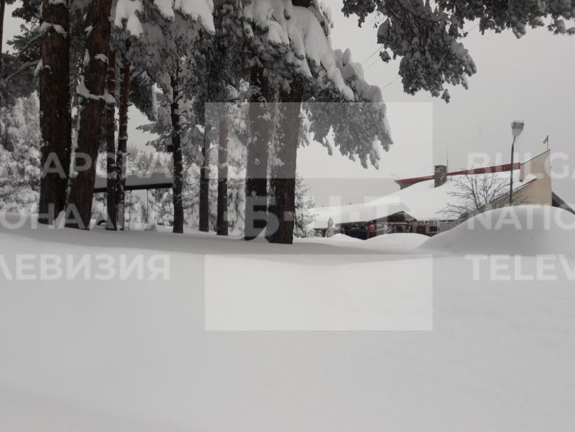 снимка 2 15 души остават блокирани в снежните преспи над Перущица (СНИМКИ/ВИДЕО)