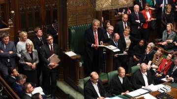 Британските депутати отново заседават след като разпускането им беше отменено