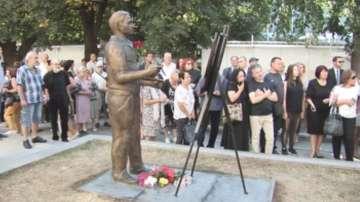 Откриха скулптура на арменския художник Бедиг Бедросян в Силистра