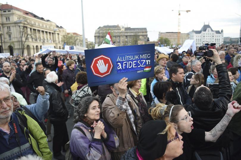 Хиляди в Унгария протестираха в защита на университета на Сорос