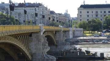 Започва операция по изваждането на круизното корабче, потънало в Дунав