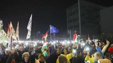 Хиляди унгарци излязоха отново на протест срещу Орбан