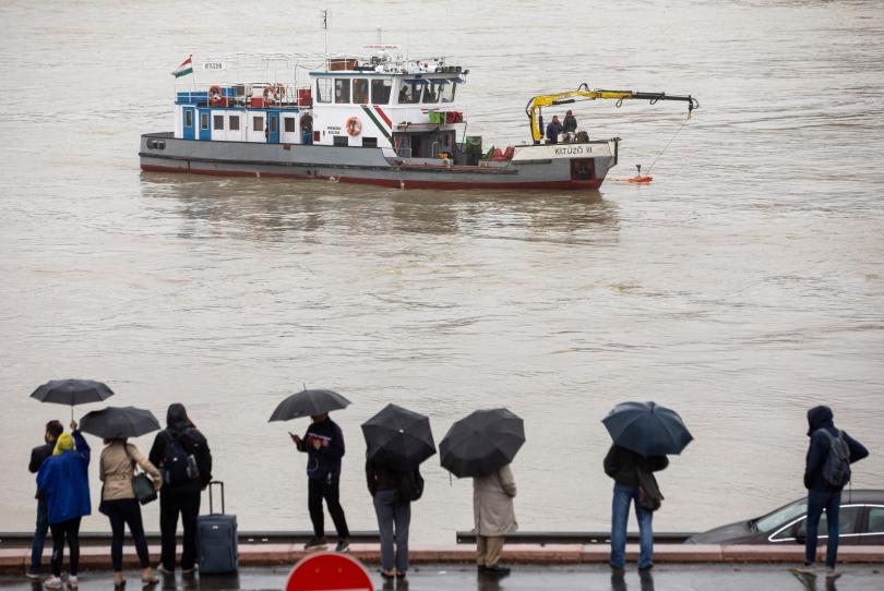 Туристическото корабче, което претърпя инцидент в Будапеща, е потънало за