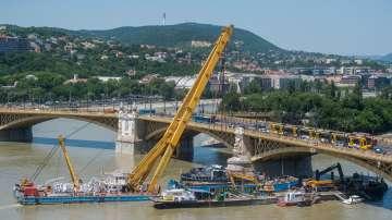 Извадиха потъналия в река Дунав туристически кораб