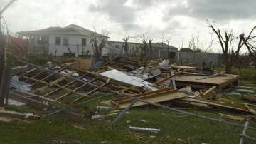 Нови два урагана застрашават Карибите