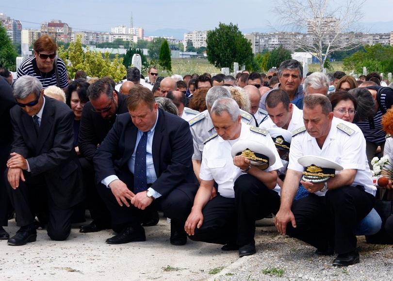 Изпратихме с военни почести загиналия пилот Георги Анастасов