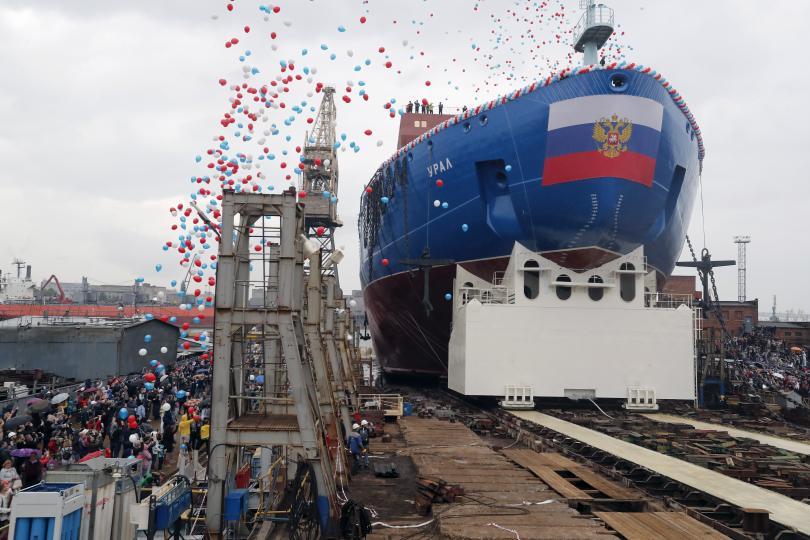 На Балтийският завод в Санкт Петербург спуснаха на вода атомния