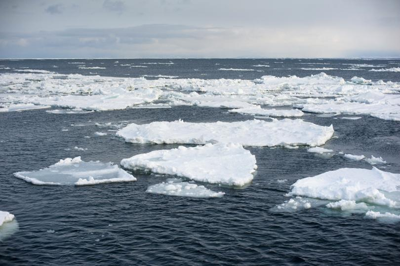швейцарец премина малка платноходка аляска гренландия дни