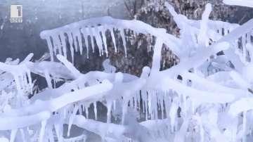 Ледени водопади събират стотици туристи край Пекин (ВИДЕО)