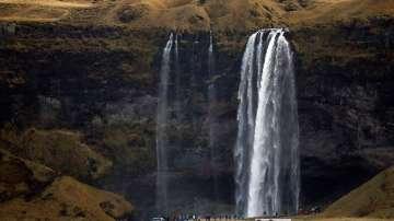 Исландските депутати ще взимат 9000 евро на месец
