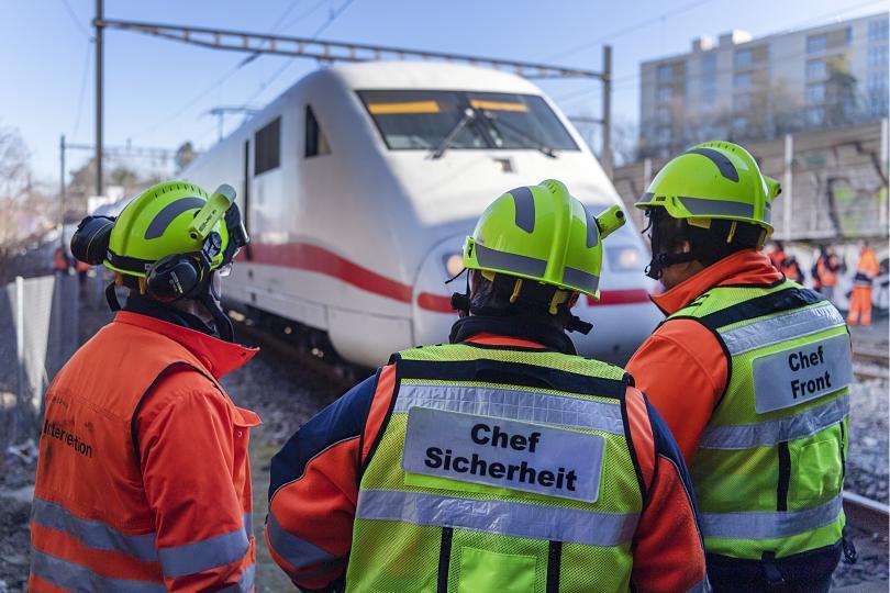 Високоскоростен влак излезе от релсите в Швейцария. Няма пострадали.Все още