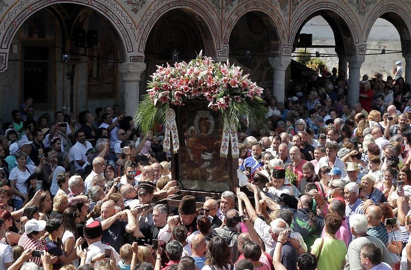 снимка 1 Хиляди миряни се докоснаха до чудотворната икона на Света Богородица Троеручица