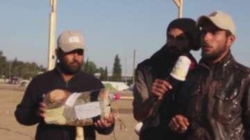 Бежанци в Идомени имитират телевизионни екипи