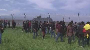 Обстановката в Идомени остава напрегната